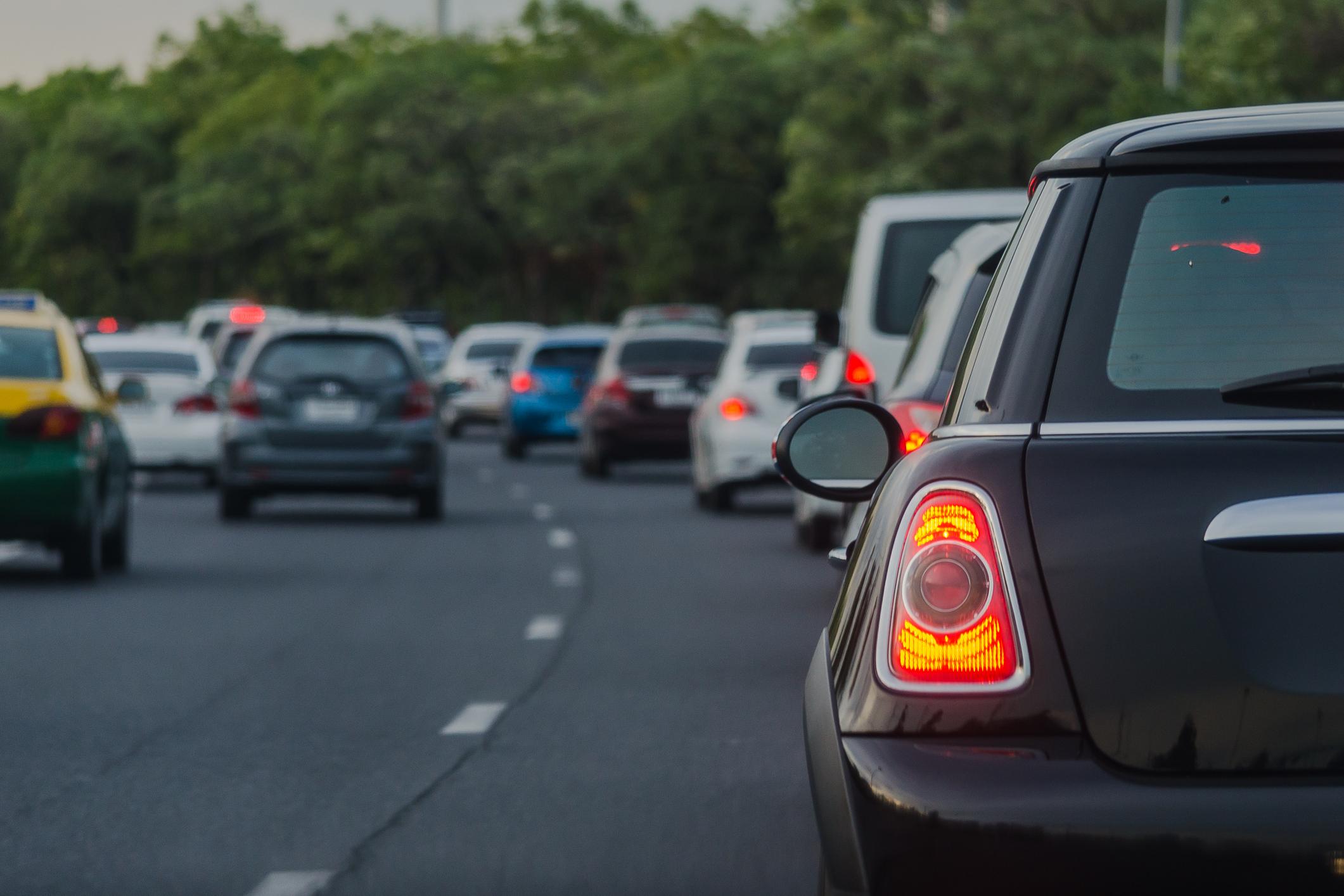 Millaiset ajoneuvot liikenteessä kuormittavat ympäristöä eniten?
